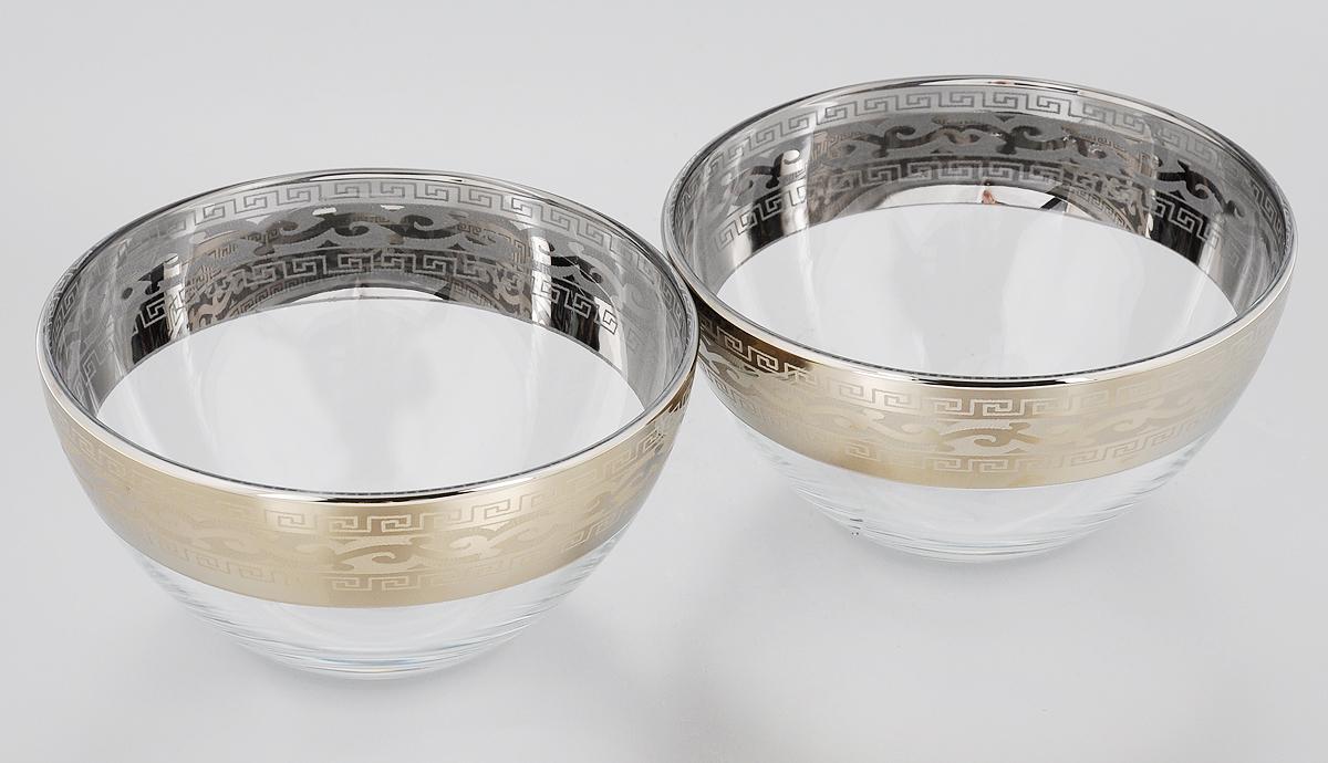 Набор салатников Гусь-Хрустальный Версаче, диаметр 15,5 см, 2 штGE08-1425Набор Гусь-Хрустальный Версаче состоит из 2 салатников, изготовленных из высококачественного натрий-кальций-силикатного стекла. Изделия оформлены красивым зеркальным покрытием, широкой окантовкой с оригинальным узором и белым матовым орнаментом. Они идеально подходят для сервировки стола и подачи закусок, солений и других блюд. Такие салатники прекрасно впишутся в интерьер вашей кухни и станут достойным дополнением к кухонному инвентарю. Разрешается мыть в посудомоечной машине. Диаметр салатника (по верхнему краю): 15,5 см.