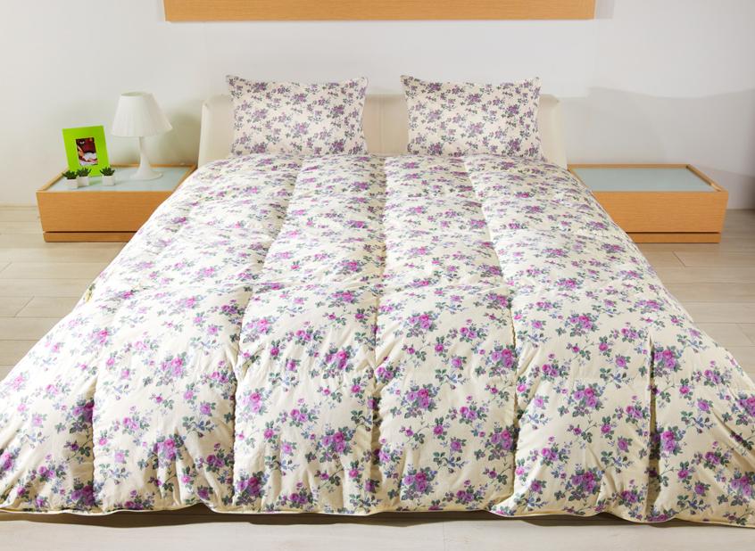 Одеяло Сонюшка 200х220120295106-КОдеяло Сонюшка с пухо-перовым наполнителем в чехле из прочного тика давно завоевали популярность у покупателей.