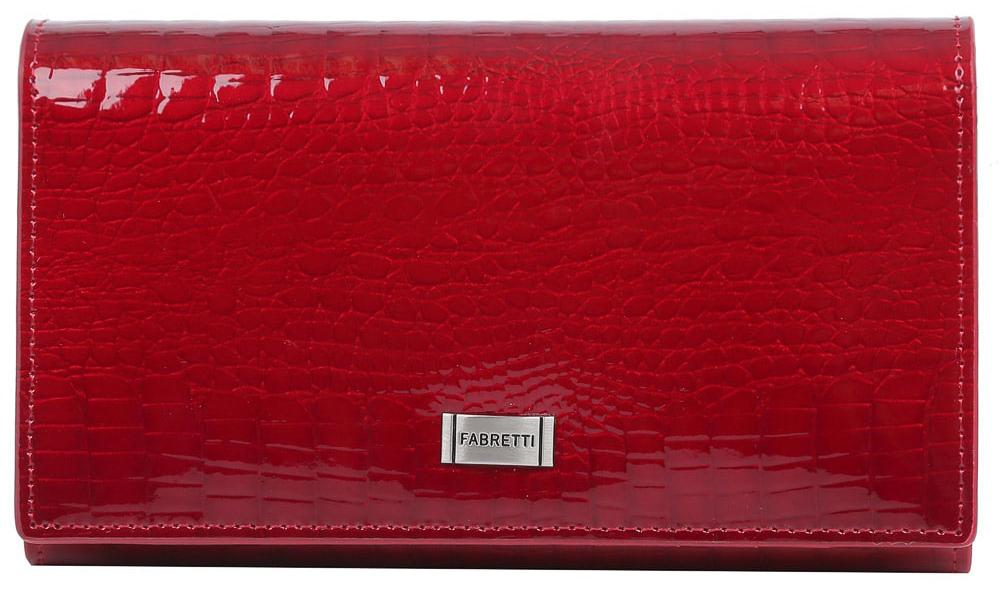 Кошелек женский Fabretti 60001-red cocco L60001-red cocco LВместительный кошелек от итальянского бренда Fabretti выполнен из натуральной лакированной кожи с тиснением под крокодила. Элегантный и яркий красный цвет и фурнитура в серебряном цвете превращают модель в невероятно изящный аксессуар. Внутри находятся четыре вместительных отделения для купюр, одно из которых закрывается на прочную молнию. Дизайнеры также добавили удобный карман для мелочи с изысканным рамочным замком. Вы с легкостью сможете разместить свои кредитные и дисконтные карточки с помощью 6 отделений. Кошелек закрывается на прочную заклепку.