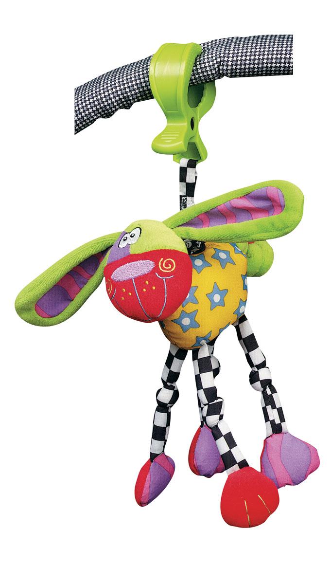 Playgro Игрушка-подвеска Собака0111840Игрушка изготовлена из яркой, приятной на ощупь ткани, со вставками разных по фактуре материалов. Если потянуть игрушку вниз, то она вернется в исходное положение с вибрирующим звуком.Внутри подвески находится погремушка, в лапы вшиты шуршащие вставки. С помощью удобной клипсы подвеску можно крепить к коляске, кроватке или дугам коврика.