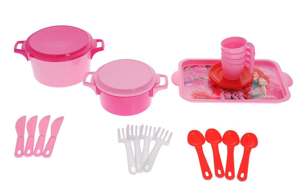 Альтернатива Набор игрушечной посуды Хозяйка на 4 персоны цвет розовыйМ1915 розовыйНабор детской посуды Хозяйка, изготовленный из безопасного пластика в ярких цветах, привлечет внимание вашей малышки и не позволит ей скучать. Набор рассчитан на четыре персоны, в него входят: 2 кастрюльки с крышками, поднос, 4 чашки с блюдцами, по 4 ложки, вилки и ножечка. Игрушки понравятся малышке и она с удовольствием будет готовить, угощая вас и своих кукол. Играя с ярким набором, ребенок учится взаимодействовать с предметами, у него развиваются творческие способности, а также внимание и память. Порадуйте свою маленькую хозяюшку этим замечательным набором!