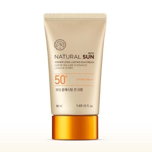 The Face Shop Natural Sun Стойкий солнцезащитный крем SPF50+ PA+++, 50 млУТ000001879Линия мягких солнцезащитных средств с УФ фильтрами и натуральными растительными экстрактами. Ежедневный крем с мощной защитой от солнца. Крем на длительное время защитит кожу от солнца, улучшит тонус кожи, а также скорректирует тон кожи и при нанесении не оставит липкой пленки. Отлично подходит для пребывания на воздухе. Имеет высокий солнцезащитный фактор SPF50PA+++. НЕ содержит: парабенов. Содержит 600 микрограмм экстракта подсолнечника, который прошел сертификацию EcoCert. Ростки подсолнуха богаты питательными веществами и обладают мощными анти-оксидантными свойствами. Ростки защищают кожу от УФ лучей и других вредных факторов окружающей среды. Подсолнечный экстракт нежно и тщательно позаботится о вашей коже.