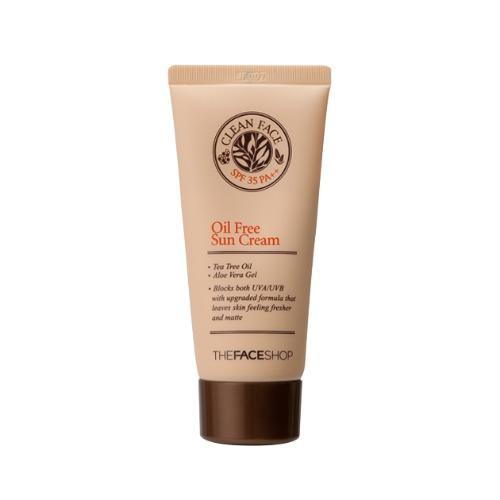 The Face Shop Clean Face Солнцезащитный крем для жирной и комбинированной кожи SPF35, 50 млУТ000001866Устойчивый солнцезащитный крем разработан специально для комбинированной и жирной кожи, склонной к воспалениям. Содержит масло зеленого чая и экстракт алое вера, которые регулируют работу сальных желез, уменьшают воспалительные процессы, заживляют ранки и угревую сыпь. Экстракт лимонного мирта, в составе крема, оказывает антибактериальное действие, сохраняя кожу чистой не смотря даже на жаркую погоду. Не содержит минеральных масел, отдушки, парабенов. Имеет солнцезащитный фактор SPF35.