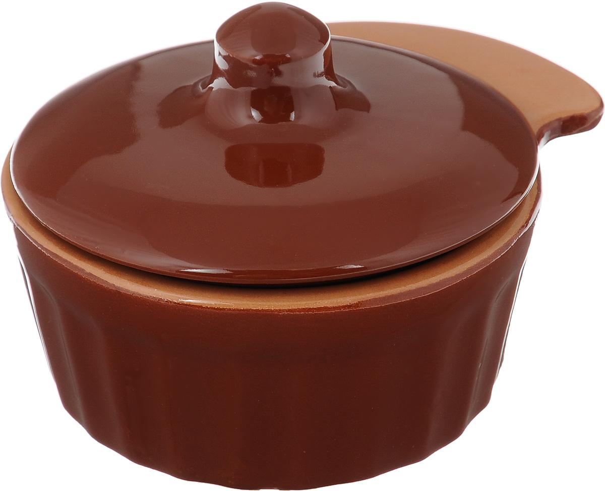Кокотница Борисовская керамика Ностальгия с крышкой, цвет: коричневый, 200 млРАД14457898_коричневыйКокотница Борисовская керамика Ностальгия, изготовленная из жаропрочной глины, оснащена крышкой. Изделие предназначено для приготовления и подачи небольших порций мясных или овощных блюд, а также соусов, закусок и десертов. Кокотница совершенно не токсична и устойчива к царапинам. Подходит для использования в духовке и микроволновой печи. Высота кокотницы (без учета крышки): 4,5 см. Внутренний диаметр: 8,5 см. Ширина кокотницы (с учетом ручки): 11,5 см.