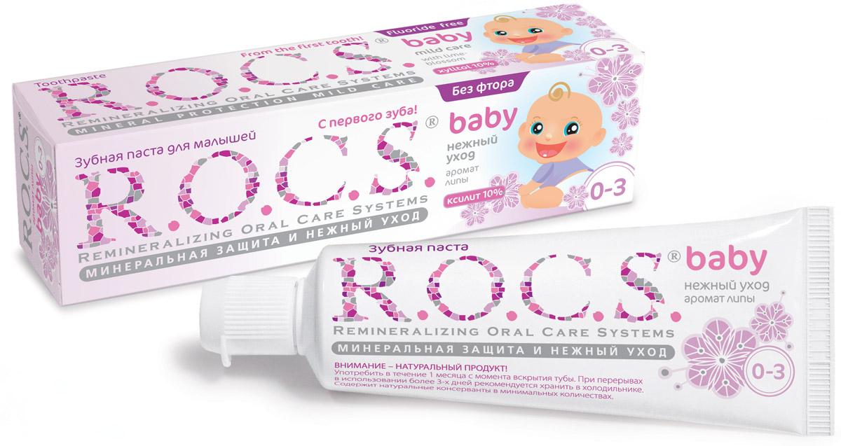 R.O.C.S. Зубная паста для малышей Аромат липы от 0 до 3 лет 45 г03-01-009Безопасная при проглатывании формула и любимый вкус сладкой каши сделают эту зубную пасту незаменимым помощником в уходе за зубами вашего малыша! Зубная паста R.O.C.S. Baby Аромат липы предназначена для ухода за зубами малышей, начиная с самого раннего возраста. Формула практически полностью построена на биокомпонентах растительного происхождения, активность которых сохраняется благодаря низкотемпературной технологии приготовления продукта, что делает их максимально эффективными, а также безопасными при проглатывании. Благодаря высокой концентрации ксилита обеспечивает высокую степень защиты от кариеса, а также обладает свойствами пребиотика, нормализуя состав микрофлоры полости рта. Экстракт липы помогает снизить воспаление десен и уменьшить дискомфорт во время прорезывания зубов. Приготовлена на очень мягкой основе, которая, с одной стороны, обеспечивает качественную очистку зубов, а с другой стороны, не травмирует незрелую эмаль молочных зубов. Обладает приятным...