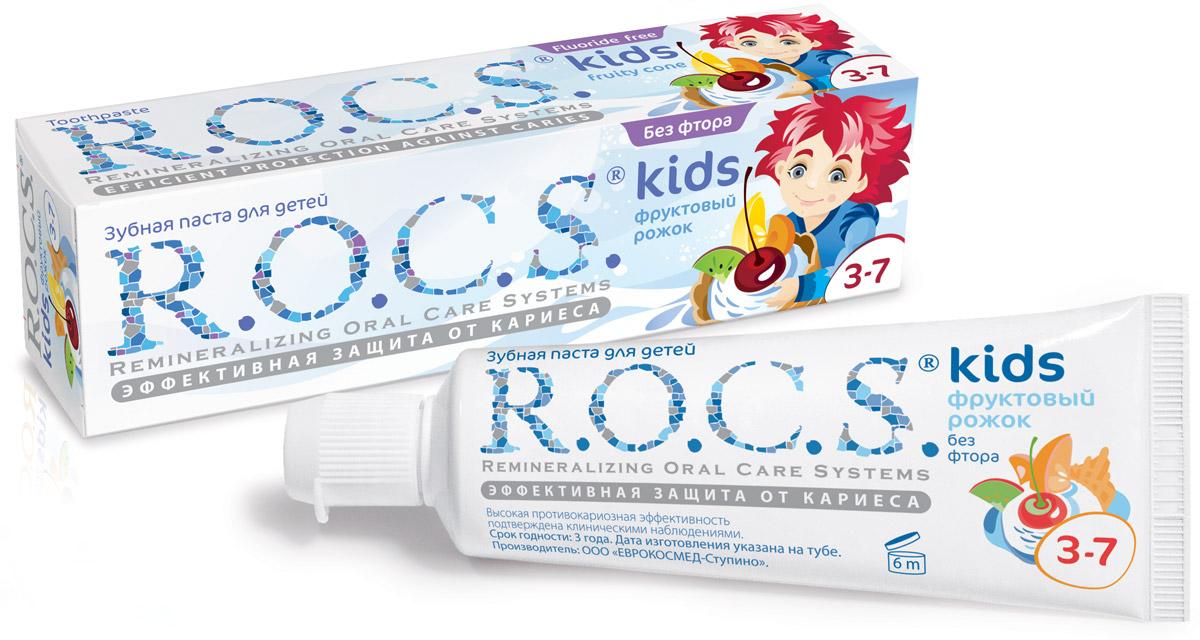 R.O.C.S. Зубная паста Фруктовый рожок от 3 до 7 лет 45 г03-01-017Зубная паста без фтора R.O.C.S. Kids Фруктовый рожок со вкусом мороженого для детей от 3 до 7 лет разработана при участии стоматологов с учетом возрастных особенностей ребенка. R.O.C.S. Kids Фруктовый рожок является эффективным средством защиты от кариеса, не содержащим фтора. Противокариозная и противовоспалительная защита обеспечивается двумя активными компонентами комплекса MINERALIN Kids: высокими концентрациями ксилита (12%), который подавляет кариесогенные бактерии, и биодоступными минералами - глицерофосфатом кальция и хлоридом магния - источниками кальция, фосфора и магния. Обладает свойствами пребиотика: нормализует микробный состав полости рта, что особенно важно при дисбактериозах полости рта. Дети дошкольного возраста должны чистить зубы под контролем взрослых. Не содержит лаурилсульфата натрия и фтора. Обладает низкой абразивностью. Стоматологи особо рекомендуют использовать зубную пасту без фтора в случаях, когда имеется риск избыточного поступления...