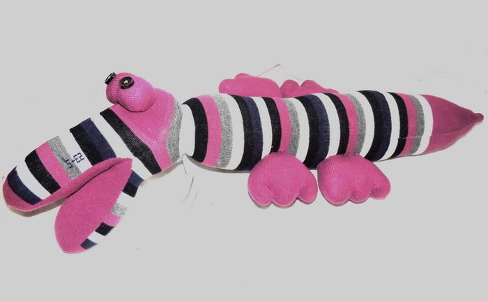 Авторская игрушка - носуля YusliQ Крокодил. Ручная работа. kuri8kuri8Авторская игрушка носуля Крокодил. kuri8 из серии Тотем - яркая авторская игрушка, искрящаяся позитивом и отличным настроением, станет необычным и прекрасным сюрпризом для друзей и знакомых!