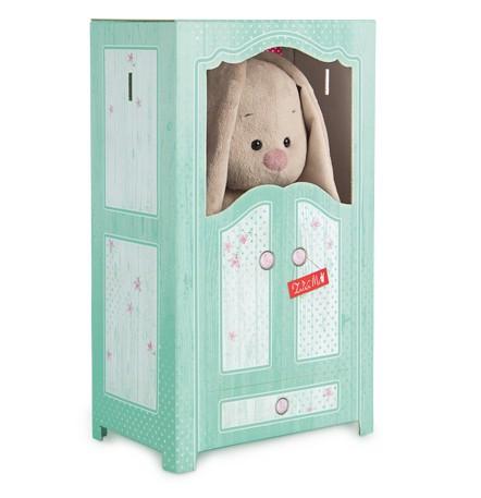 Мягкая игрушка Зайка Ми в шкафчике 31 смStM-200Большой Зайка упакован в коробку в виде шкафчика, который можно использовать для хранения нарядов вашей любимой игрушки. В комплекте 5 вешалок для одежды.