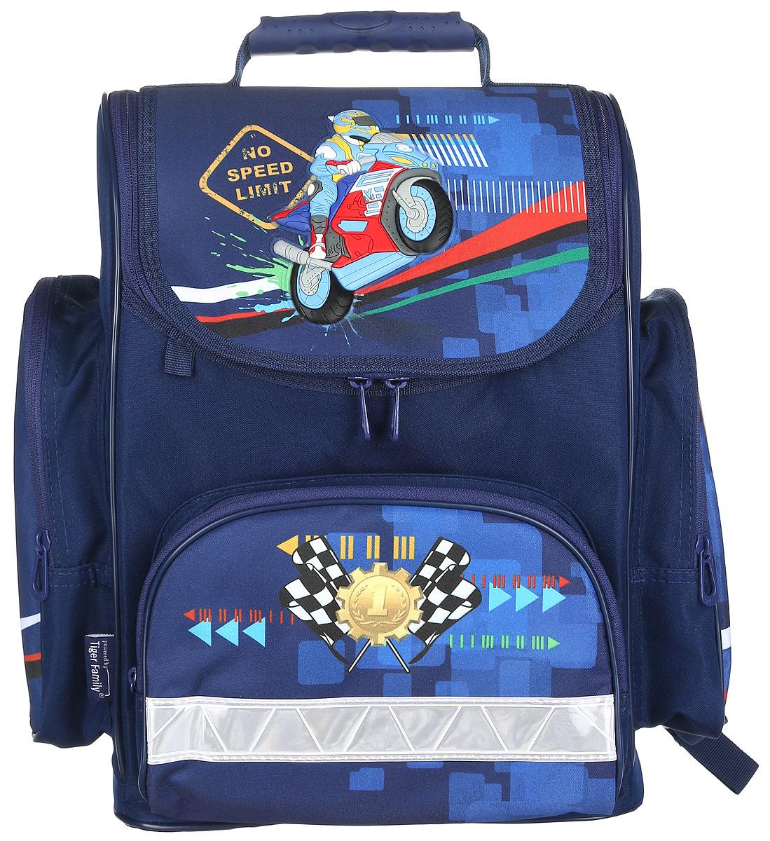 Tiger Enterprise Ранец школьный Motorbike21105/A/TGШкольный ранец Tiger Enterprise Motorbike идеально подойдет для школьников. Ранец выполнен из прочного и водонепроницаемого материала. Изделие оформлено изображением в виде мотоциклиста. Содержит одно вместительное отделение, закрывающееся клапаном на застежку-молнию с двумя бегунками. Внутри отделения имеется мягкая перегородка для тетрадей или учебников. Клапан полностью откидывается, что существенно облегчает пользование ранцем. На внутренней части клапана находится прозрачный пластиковый кармашек, в который можно поместить данные о владельце ранца. Изделие имеет два боковых накладных кармана на молнии, которые отлично подойдут для бутылки с водой. Лицевая сторона ранца оснащена накладным карманом на застежке-молнии. Спинка ранца достаточно твердая. В нижней части спины расположен поясничный упор - небольшой валик, на который при правильном ношении ранца будет приходиться основная нагрузка. Ранец оснащен ручкой с пластиковой насадкой для удобной...