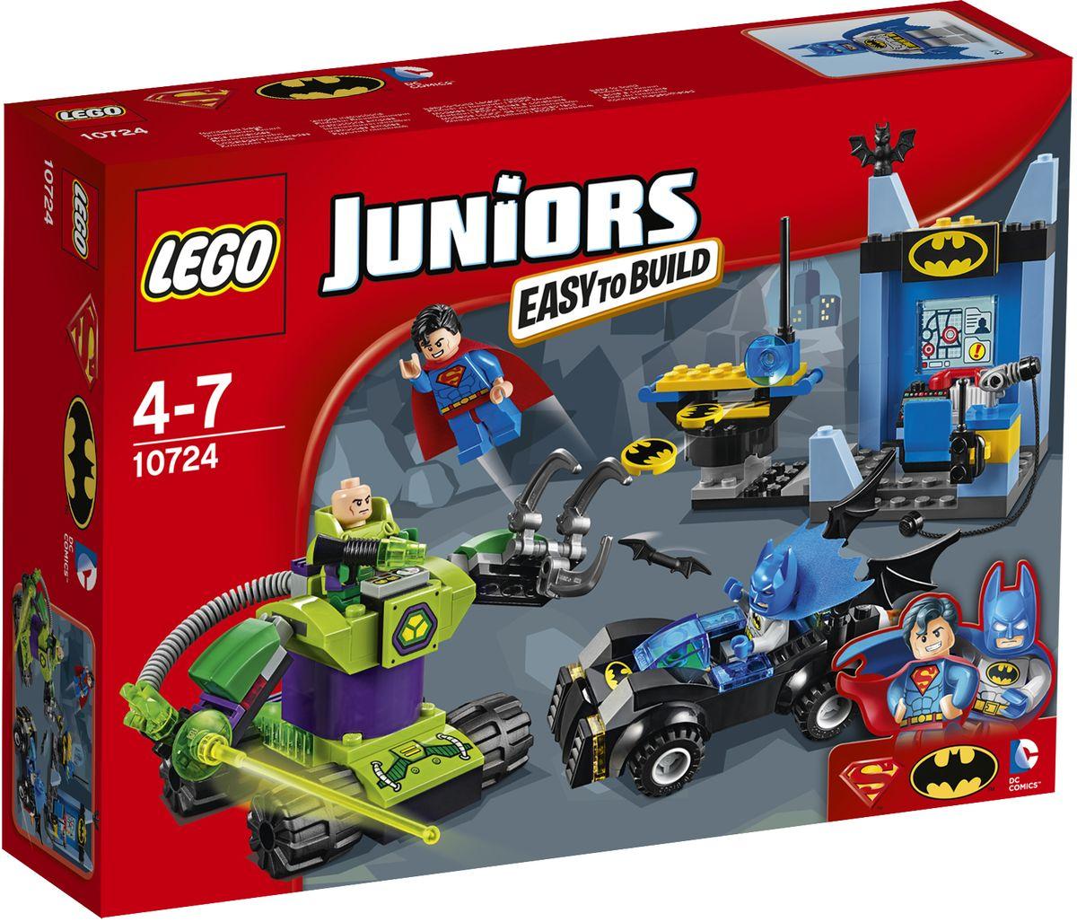 LEGO Juniors Конструктор Бэтмен и Супермен против Лекса Лютора 1072410724Экипируйте Бэтмена и Супермена и приготовьтесь сразиться с Лексом Лютором! Приготовьте Бэтмобиль и зарядите дисковый шутер пещеры Бэтмена. Помогите Супермену взлететь с помощью пусковой установки, прежде чем Лекс прибудет на своей роботизированной машине с захватом и криптонитовой лазерной пушкой. Защитите город вместе с любимыми супергероями! Набор включает в себя 164 разноцветных пластиковых элемента. Конструктор - это один из самых увлекательных и веселых способов времяпрепровождения. Ребенок сможет часами играть с конструктором, придумывая различные ситуации и истории.