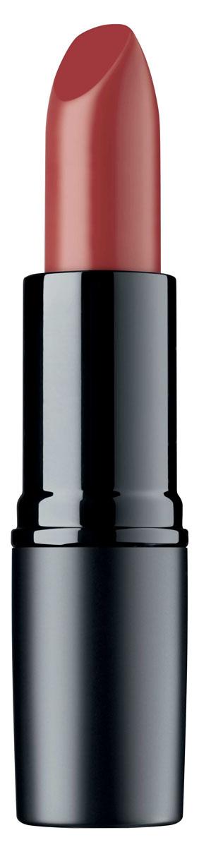 Artdeco Помада для губ матовая стойкая Perfect Mat Lipstick 121 4 г134.121Устойчивая помада с матовой текстурой - модный эффект и безупречный макияж губ весь день! Благодаря воскам в составе, помада идеально наносится, равномерно распределяется и не растекается за контуры губ. Интенсивный цвет и бархатная матовая текстура помогают создать яркий и соблазнительный макияж губ.