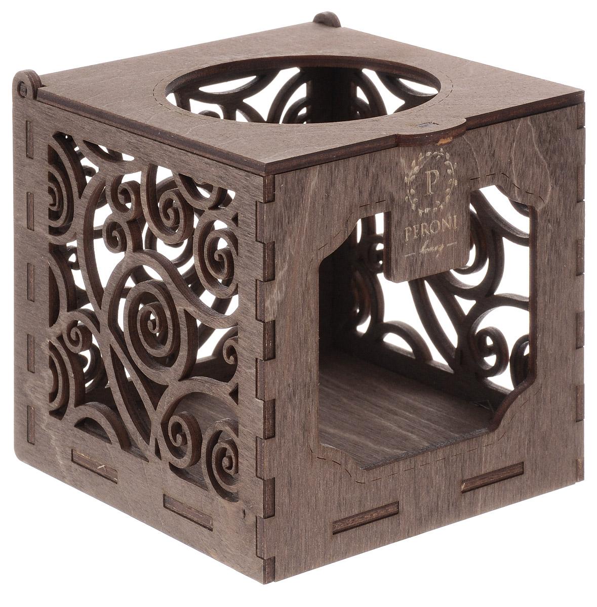 Peroni Коробка-подсвечник деревянная подарочная для меда, 250 мл4627093812318Идеальное завершение подарочной композиции. Когда мед закончится, коробку можно будет использовать в качестве подсвечника для чайной свечи, свет которой, проходя сквозь резные стенки, наполнит комнату причудливыми бликами. Сувенирная коробка рассчитана на банку меда-суфле Peroni объемом 250 мл. 10,5 х 10,5 х 10,5 см.