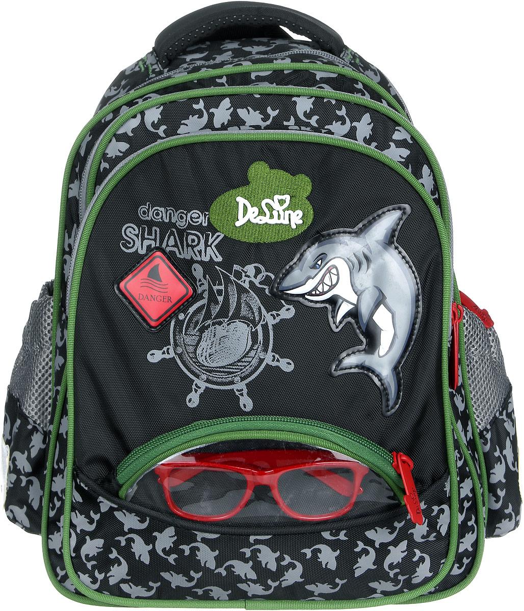 DeLune Рюкзак детский Danger Shark цвет черный серый зеленый54-08Детский рюкзак DeLune Danger Shark имеет мягко-каркасную форму. Эта уникальная технология позволяет держать форму даже при полностью пустом рюкзаке, не прогибается и не меняет форму под весом. Рюкзак содержит два вместительных отделения, закрывающихся на застежки-молнии известной фирмы SBS. В большом отделении находятся два пластиковых разделителя для тетрадей или учебников, фиксирующиеся резинкой, а также два открытых сетчатых кармана и нашивная бирка для заполнения личных данных владельца. В следующем отделении расположен открытый карман-сетка. Дно рюкзака можно сделать более устойчивым, разложив специальную панель. Внутреннее оснащение рюкзака разработано по специальной системе распределения вещей Open access, что позволяет удобно распределить школьные принадлежности ребенка. Лицевая сторона рюкзака оснащена накладным карманом на застежке-молнии. Внутри него расположен органайзер для канцелярских принадлежностей. Модные пластиковые очки (без стекол) для детей находятся в...