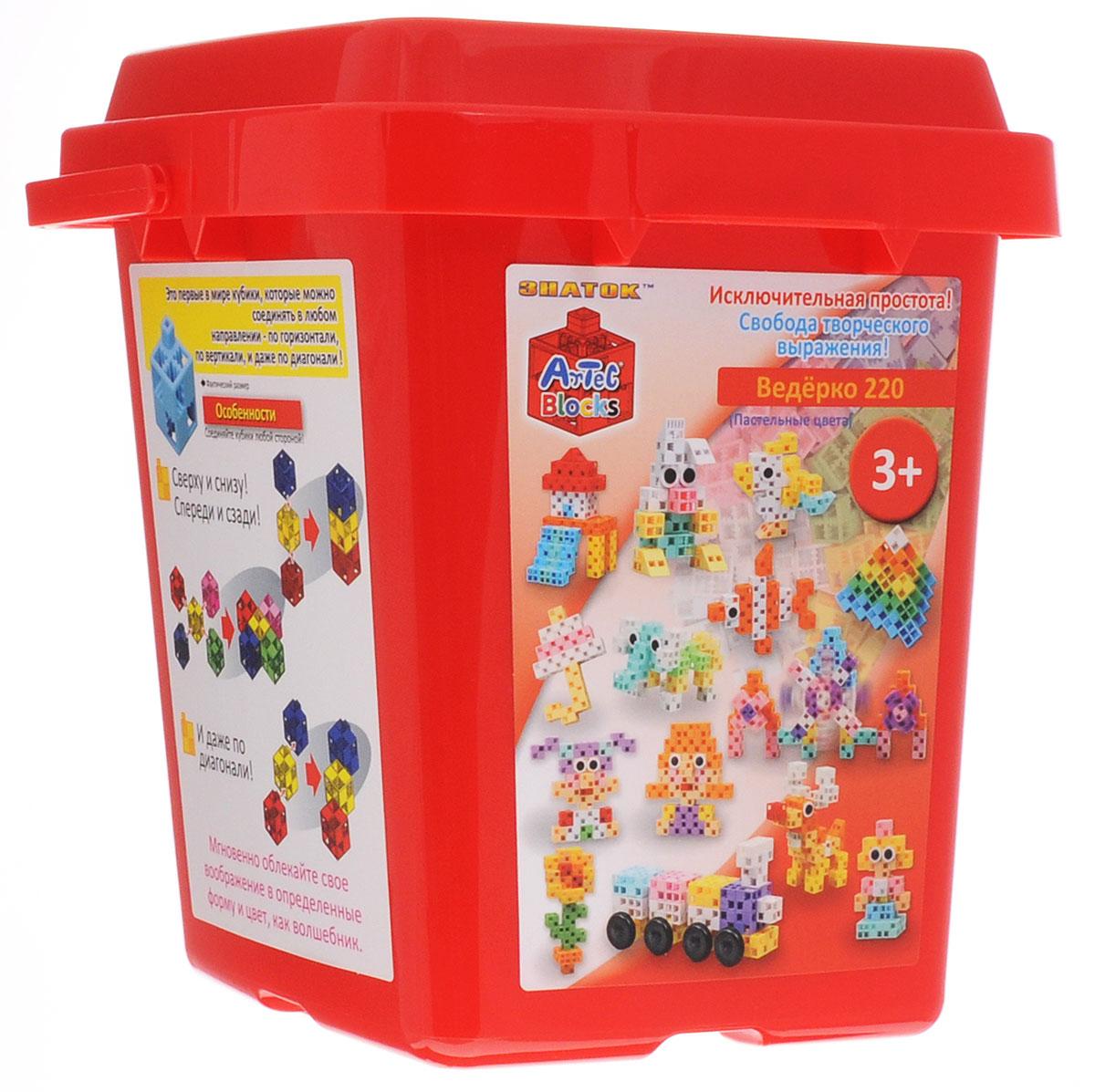 Знаток Конструктор цвет красный15-2203-ARTКонструктор Знаток - это лучшее средство для развития фантазии ребенка. Конструктор помогает малышам в игровой форме освоить азы моделирования и с легкостью собрать множество удивительных фигур! Набор состоит из 220 разноцветных деталей в форме кубиков, дисков, колес, осей и треугольников. Из деталей разного цвета и формы можно собрать принцесс и фей, цветы, уточек, оленя, стрекозу и других сказочных героев! Такая игрушка будет долго оставаться самой любимой у вашего ребенка. Набор поставляется в пластиковом ведерке, в котором удобно хранить элементы и собранные фигурки. Все детали набора изготовлены из пластика пастельных цветов, приятных для детского восприятия. Artec Blocks - это первый в мире конструктор, детали которого можно соединять в любом направлении: по горизонтали, вертикали и даже по диагонали. Это подталкивает детей фантазировать и дает возможность строить фигуры любых форм и размеров! Во время игры с конструктором у ребенка будет ...