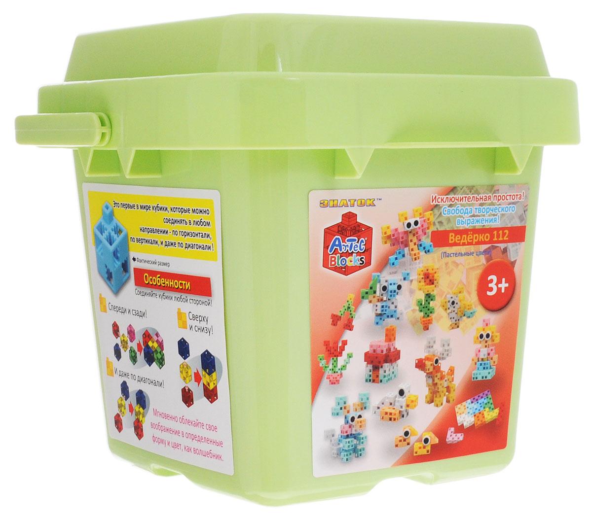 Знаток Конструктор цвет светло-зеленый15-2205-ARTКонструктор Знаток - это лучшее средство для развития фантазии ребенка. Конструктор помогает малышам в игровой форме освоить азы моделирования и с легкостью собрать множество удивительных фигур! Набор состоит из 112 разноцветных деталей в форме кубиков, дисков, колес, осей и треугольников. Красочная инструкция покажет, как из деталей разного цвета и формы собрать принцесс и фей, цветы, уточек, оленя, стрекозу и других сказочных героев! Специальные элементы-диски и оси помогают фигурам двигаться! Набор находится в пластиковом ведерке, в котором удобно хранить детали и собранные фигурки. Все детали набора изготовлены из пластика пастельных цветов, которые так любят дети. Такая игрушка будет долго оставаться самой любимой у вашего ребенка. Artec Blocks - это первый в мире конструктор, детали которого можно соединять в любом направлении: по горизонтали, вертикали и даже по диагонали. Это подталкивает детей фантазировать и дает возможность строить фигуры любых форм и размеров!...