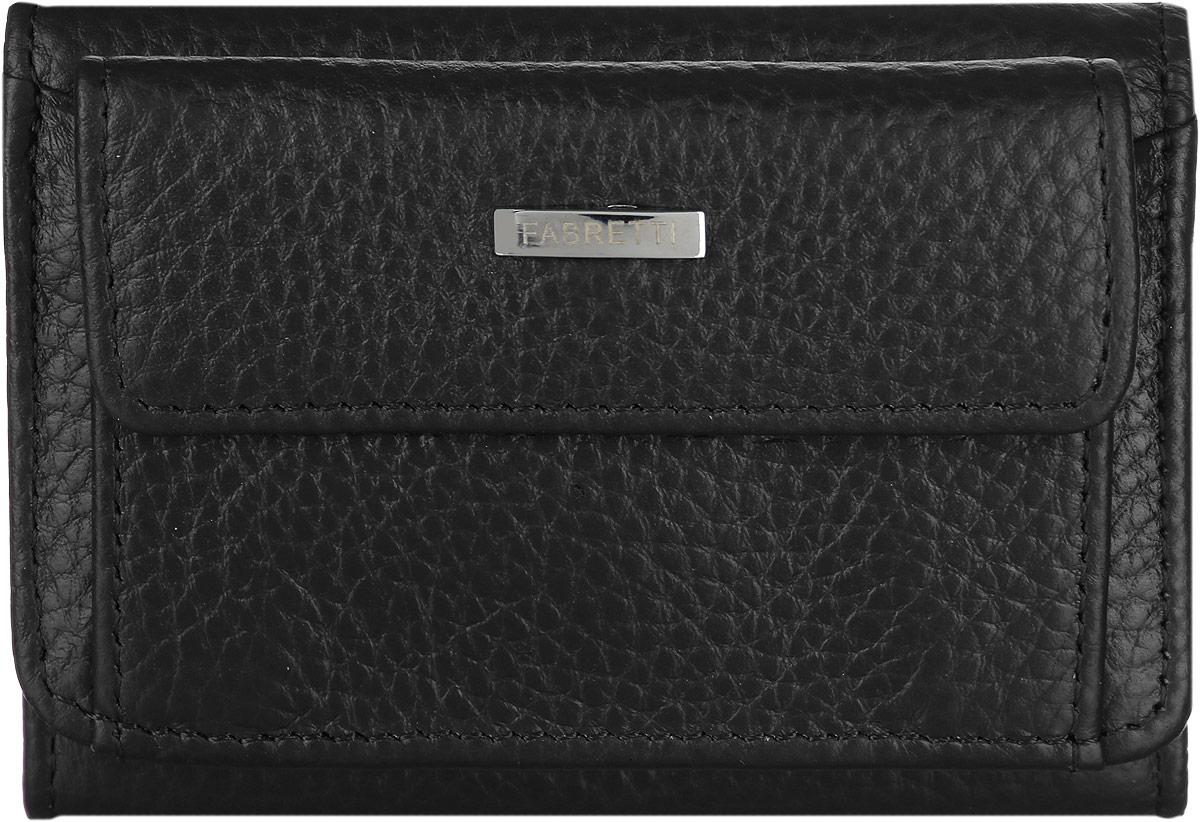 Кошелек женский Fabretti, цвет: черный. FA011-blackFA011-blackМиниатюрный женский кошелек от Fabretti изготовлен из натуральной мягкой кожи. Кошелек содержит одно отделение для купюр и один боковой карман для визитных карточек. На лицевой части расположен объемный карман на кнопке для мелочи, который украшен пластиной с названием бренда. Также в кошельке расположен небольшой открытый карман. Кошелек закрывается клапаном на кнопку. Кошелек упакован в плотную коробку с логотипом фирмы. Такой функциональный и практичный аксессуар станет замечательным подарком человеку, ценящему качественные вещи.