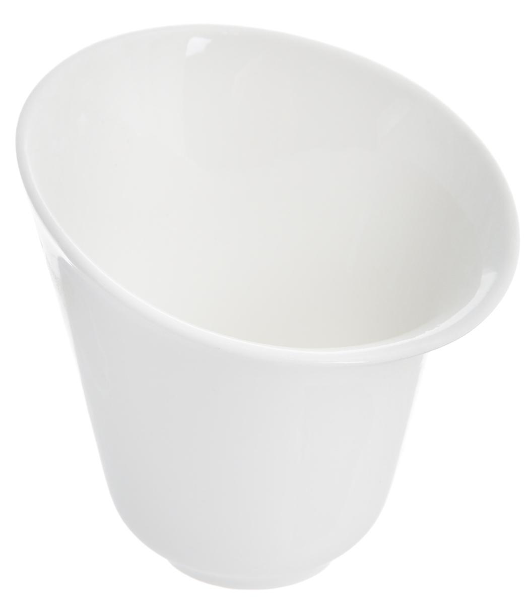 Салатник Deagourmet Soffio, 250 мл148Оригинальный салатник Deagourmet Soffio, изготовленный из высококачественного фарфора, сочетает в себе изысканный дизайн с максимальной функциональностью. Он идеально подходит для сервировки стола и подачи закусок, солений и других блюд. Такой салатник прекрасно впишется в интерьер вашей кухни и станет достойным подарком к любому празднику.