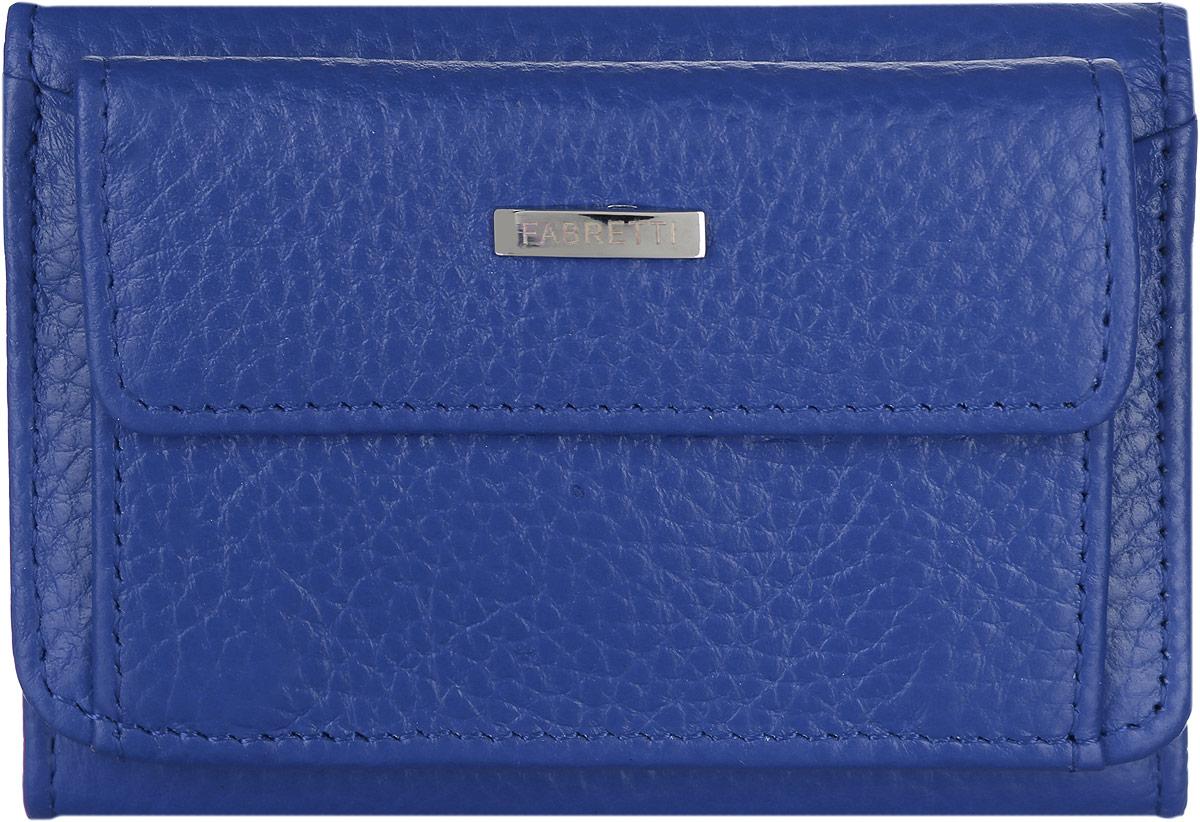 Кошелек женский Fabretti, цвет: синий. FA011-azureFA011-azureМиниатюрный женский кошелек от Fabretti выполнен из натуральной мягкой кожи. На лицевой части расположен объемный карман для мелочи, который закрывается клапаном на кнопку, а также открытый карман. Внутри кошелька одно вместительное отделение для купюр и открытый боковой карман для визиток и карт. Изделие закрывается клапаном на кнопку. Кошелек упакован в плотную коробку с логотипом фирмы. Такой яркий и практичный аксессуар станет замечательным подарком человеку, ценящему качественные и модные вещи.
