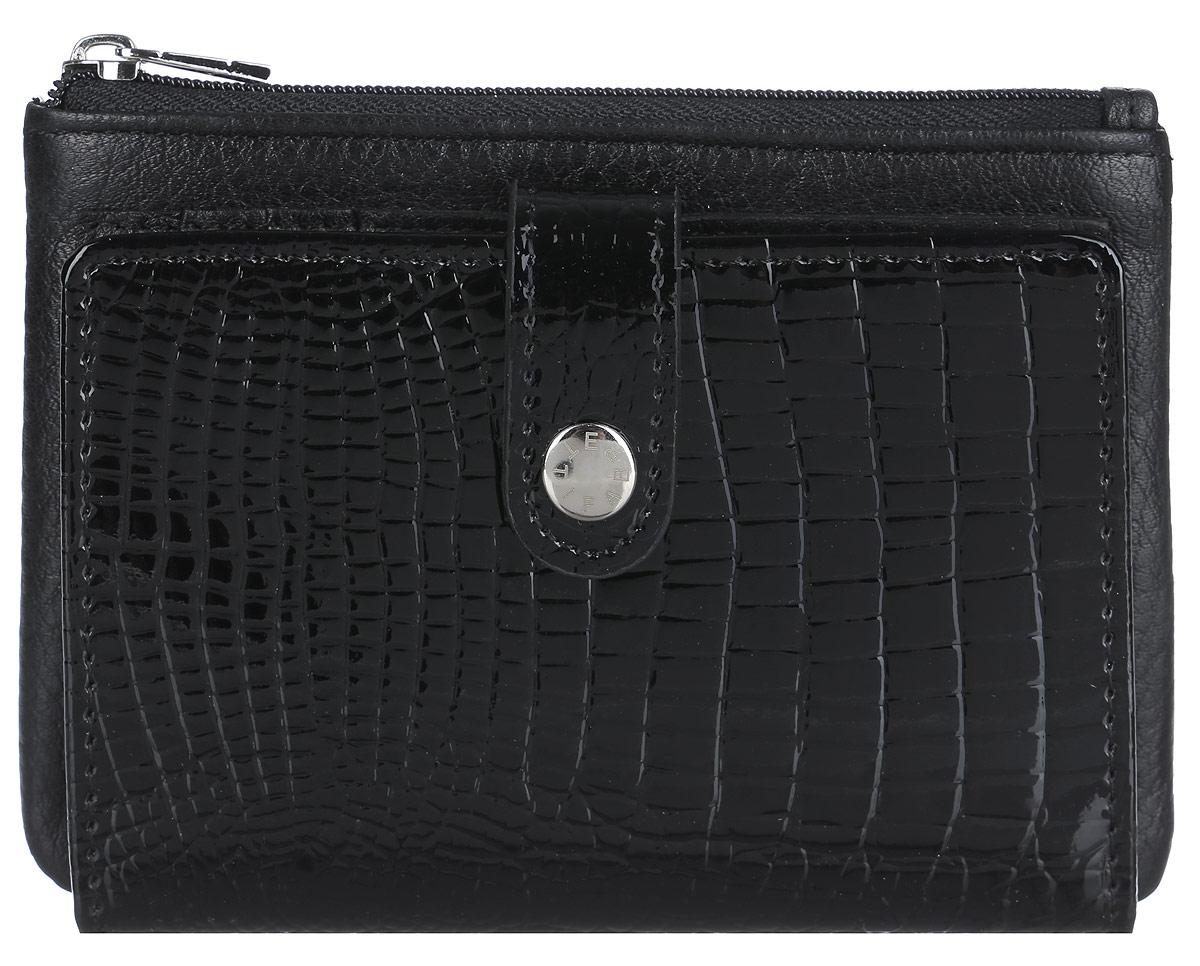 Кошелек женский Fabretti, цвет: черный. 34016-black cocco L34016-black cocco LСтильный и компактный кошелек от итальянского бренда Fabretti выполнен из натуральной кожи с двумя видами обработки. Лицевая часть выполнена с лакированным покрытием и тиснением под рептилию, а тыльная сторона имеет мягкую и приятную фактуру. Кошелек содержит шесть кармашков для кредиток и карт, а также открытый вертикальный кармашек. Вместительный карман для мелочи и купюр закрывается на молнию. Кошелек закрывается хлястиком на кнопку. Кошелек упакован в плотную коробку с логотипом фирмы. Такой роскошный и практичный аксессуар станет замечательным подарком человеку, ценящему качественные и модные вещи.