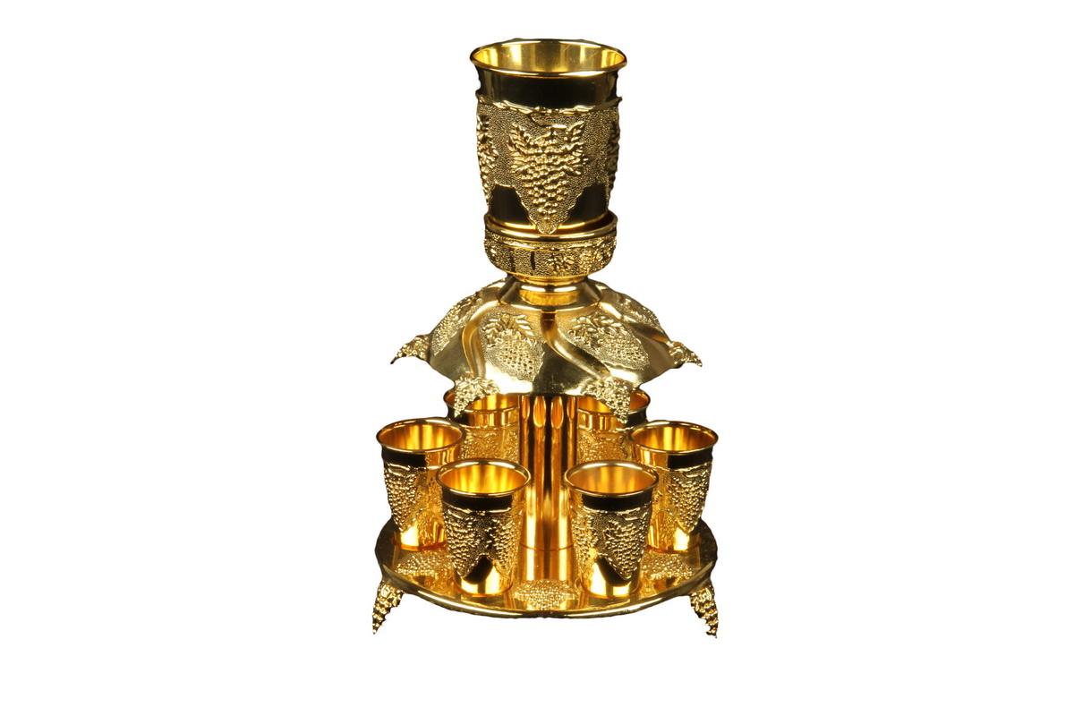 Коньячный набор с дозатором Rosenberg. 2121-G77.858@20406коньячный набор с дозатором подставка: 16 x 16 см стакан: 6 x 8.5 см, 150мл рюмка: 4 x 5 см, 30мл высота в сборе 24.5 см