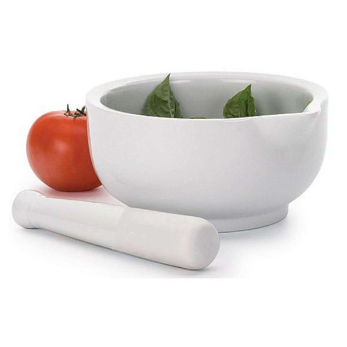 Ступка RSVP, с пестиком, цвет: белый, 1,42 лJULIAЭта вместительная фарфоровая ступка (диаметр 19 см) с пестиком идеальна для приготовления соусов. Разнообразьте своё меню великолепным домашним песто или сальсой!