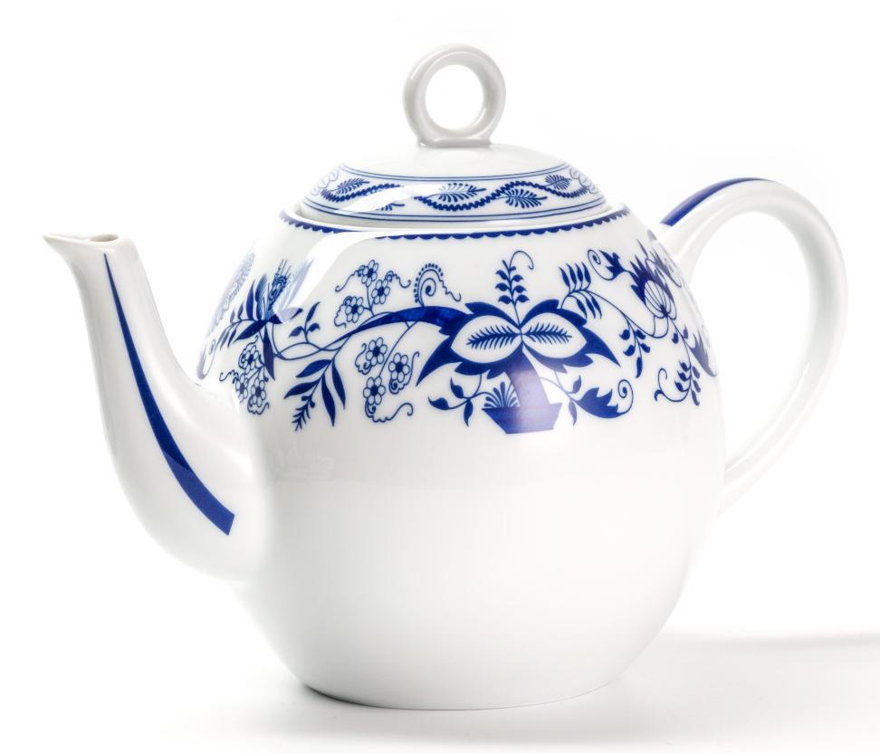 Чайник La Rose Des Sables Ognion Bleu, 1 л553110 1313Фарфор производится в Тунисе из знаменитой своим качеством и белизной глины, добываемой во французской провинции Лимож. Преимущества этого фарфора заключаются в устойчивости к сколам и трещинам, что возможно благодаря двойному термическому обжигу. Лиможский фарфор не содержит включений тяжелых металлов, что соответствует мировым и российским санитарным требованиям. Данную серию можно использовать в СВЧ и посудомоечной машине. Приобретая лиможский фарфор, вы становитесь обладателем древних традиций и искусства фарфора.
