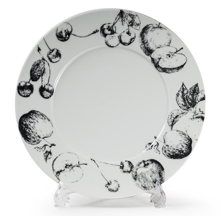 Тарелка La Rose Des Sables Black Apple, 27 см830127 2241Фарфор производится в Тунисе из знаменитой своим качеством и белизной глины, добываемой во французской провинции Лимож. Преимущества этого фарфора заключаются в устойчивости к сколам и трещинам, что возможно благодаря двойному термическому обжигу. Лиможский фарфор не содержит включений тяжелых металлов, что соответствует мировым и российским санитарным требованиям. Данную серию можно использовать в СВЧ и посудомоечной машине. Приобретая лиможский фарфор, вы становитесь обладателем древних традиций и искусства фарфора.