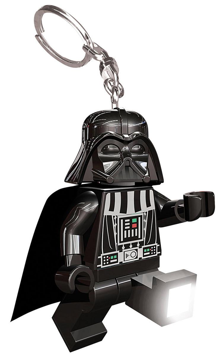 LGL-KE7 LEGO: Брелок-фонарик Дарт ВейдерLGL-KE7Этот оригинальный брелок в виде фигурки Дарта Вейдера с двигающимися ручками и ножками, обязательно понравится ребенку. Нажмите фигурке на животик, и на его ступнях загорится по одной светодиодной лампочке. Металлическое крепление для ключей входит в комплект. Характеристики: Материал: пластик, металл. Высота брелока (без учета кольца): 7,5 см. Размер упаковки: 9 см х 15 см х 4 см. Изготовитель: Китай. Работает от 2 батарей 3V (входят в комплект). В процессе игры с конструкторами LEGO дети приобретают и постигают такие необходимые навыки как познание, творчество, воображение. Обычные наблюдения за детьми показывают, что единственное, чему они с удовольствием посвящают время - это игры. Игра - это состояние души, это веселый опыт познания реальности. Играя, дети создают собственные миры, осваивают их, восстанавливают прошедшие и будущие события через понарошку, а, познавая, приобретают знания и умения. Фантазия ребенка...