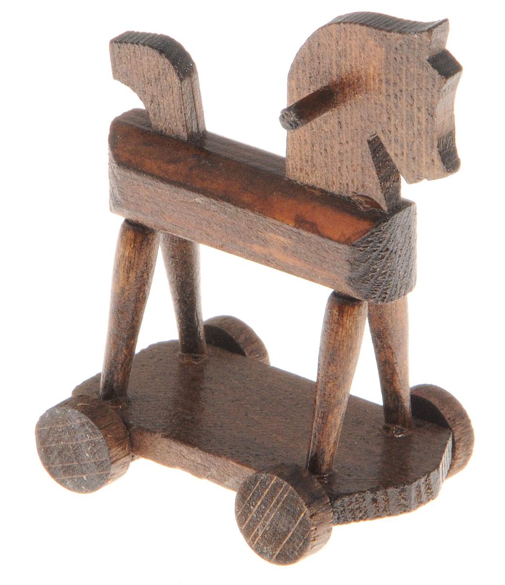 Fritz Canzler Лошадка-качалка на колесах для кукол цвет темно-коричневый13-4876-00Лошадка-качалка на колесах Fritz Canzler - это прекрасный аксессуар для игры с мини-куклами. Ваш ребенок может придумать и разыграть различные сценки, используя кукол и лошадку. Игрушка изготовлена из высококачественного материала, в производстве используется древесина бука и клена. Лошадка-качалка Fritz Canzler обеспечивает развитие и обучение вашего ребенка в процессе игры. Производство осуществляется в Германии.