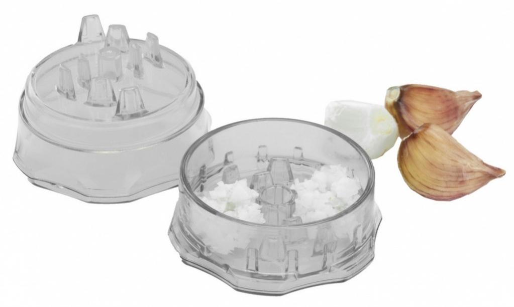 Прибор для измельчения чеснока Bradex ЭкманTK 0189Прибор для измельчения чеснока специально предназначен для быстрой и легкой очистки и нарезки любого количества чеснока практически не прикасаясь к нему руками. Помимо чеснока, Экман отлично измельчает имбирь, лук-шалот, перец чили, оливки, травы, орехи, шоколад, а так же другие продукты. Прибор компактный. Не требует подзарядки от электричества или батареек. Не требует особого ухода. Прибор можно мыть вручную под горячей проточной водой или в посудомоечной машине. Размер – 7,2х4,8 см. Комплектация: Прибор для измельчения чеснока, который состоит из контейнера и крышки с зубчиками. Инструкция по эксплуатации.