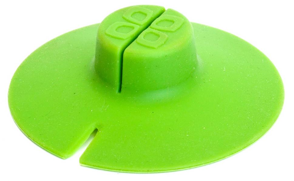 Крышка Bradex для заваривания и отжима чайных пакетиков, цвет: зеленыйTK 0196Силиконовая крышка для заваривания и отжима чайных пакетиков позволяет быстро заварить чай или кофе, дольше сохранить напиток горячим, исключить попадание бумажного хвостика в напиток, а также легко отжать пакетик, сложив крышку пополам. Может использоваться для хранения пакетиков между завариваниями. Термоустойчивость: от - 40 до + 230 C.
