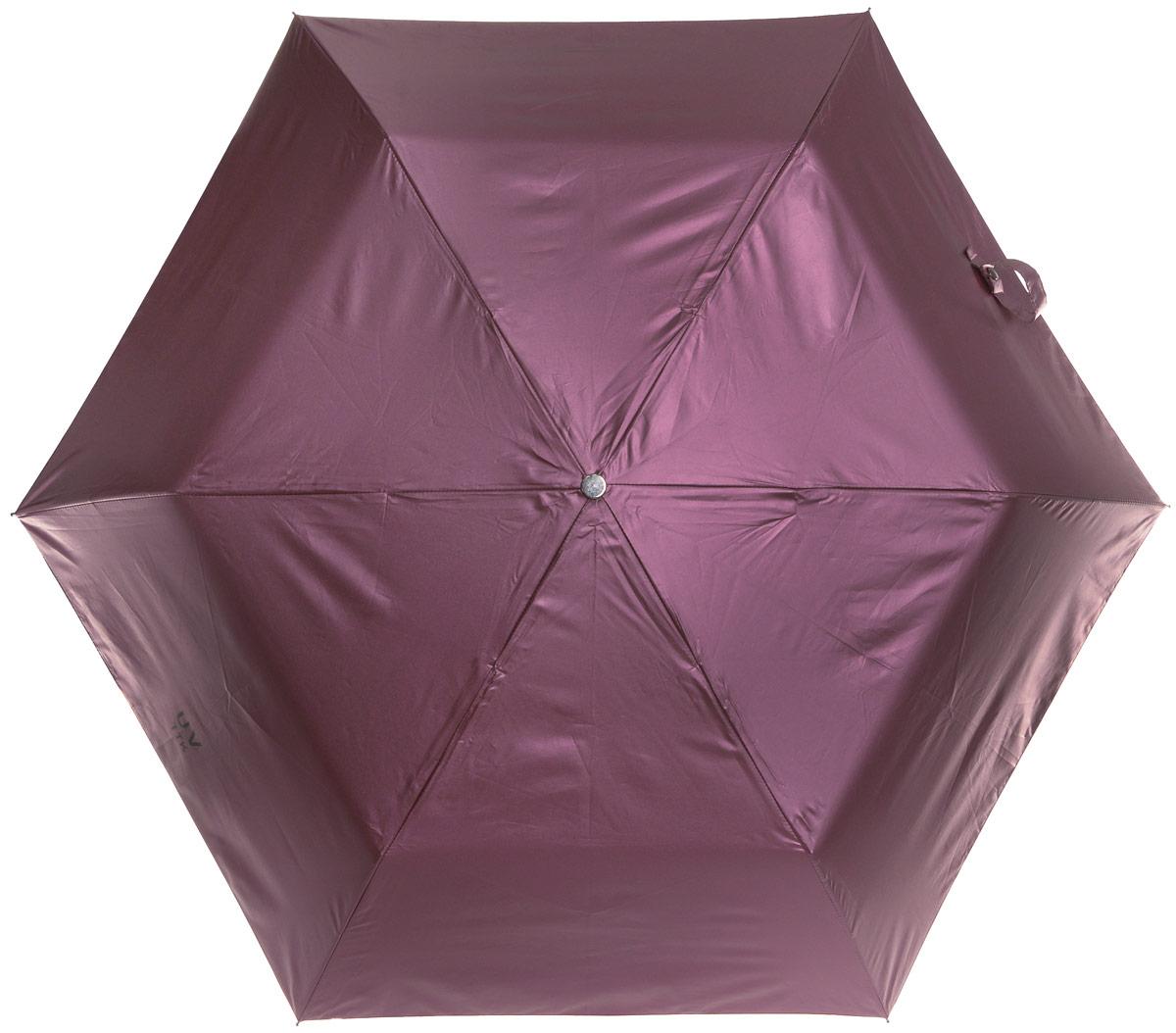 Зонт женский Эврика Звездное небо, механика, 3 сложения, цвет: розовато-лиловый, черный. 9677896778Оригинальный зонт Эврика не оставит вас незамеченной. С внешней стороны купол оформлен с металлическим оттенком, а с внутренней - в виде черного неба с созвездиями. Стержень изделия изготовлен из металла. Купол выполнен из качественного нейлона, который не пропускает воду. Зонт состоит из шести спиц, изготовленных из металла с элементами из пластика и пластиковой ручки. Зонт имеет механический способ сложения: и купол, и стержень открываются вручную до характерного щелчка. Ручка дополнена петлей, благодаря которой зонт можно носить на запястье. К зонту прилагается чехол. Благодаря своему небольшому размеру, зонт легко пометится в сумку. Раскрыв зонт можно увидеть внутри ночное небо с созвездиями. Зонт-планетарий станет отличным подарком и надежной защитой от непогоды.