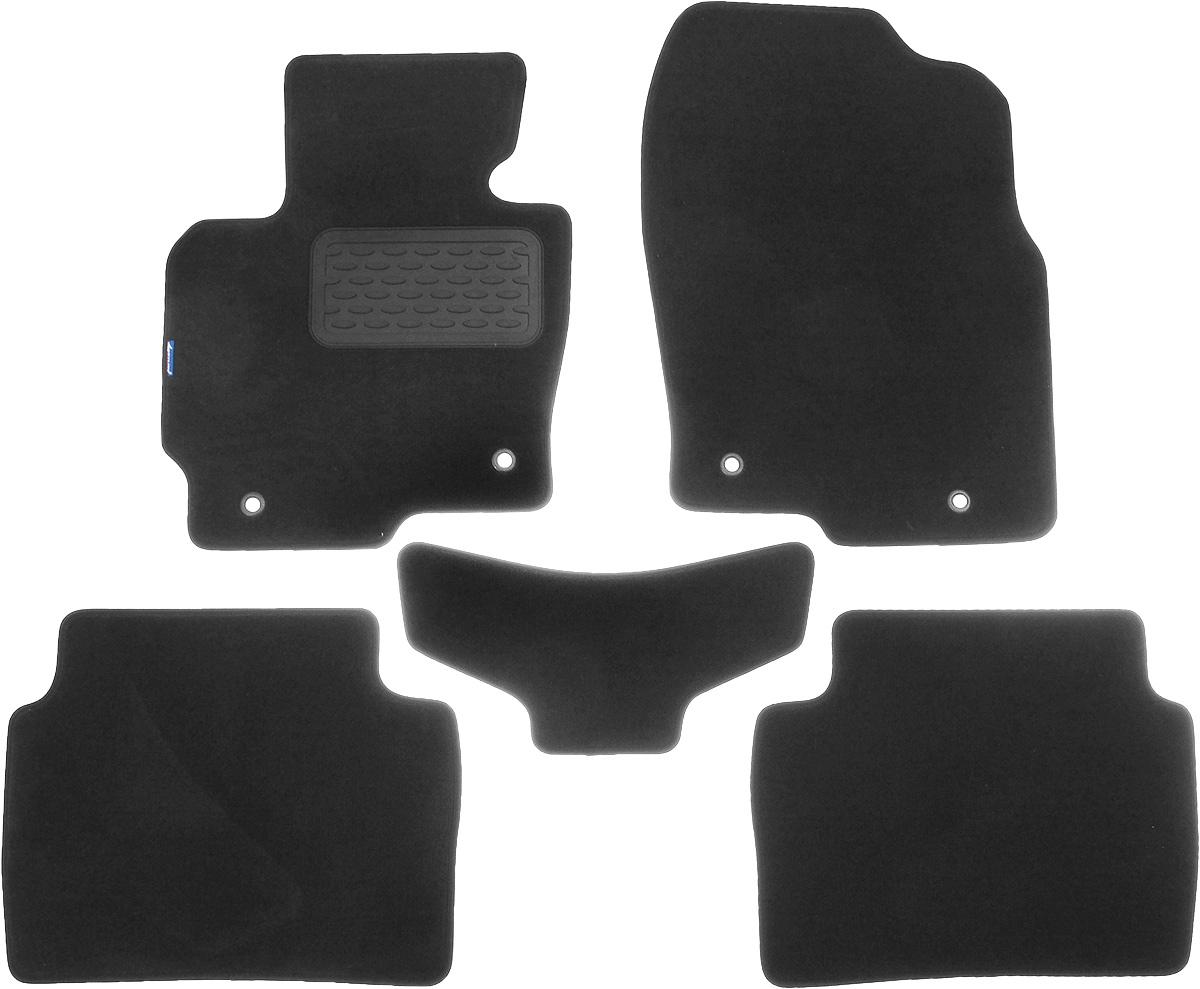 Коврики в салон автомобиля Novline-Autofamily, для Mazda CX-5 АКПП 2011->, 5 штNLT.33.22.11.110khКоврики в салон Novline-Autofamily не только улучшат внешний вид салона вашего автомобиля, но и надежно уберегут его от пыли, грязи и сырости, а значит, защитят кузов от коррозии. Текстильные коврики для автомобиля мягкие и приятные, а их основа из вспененного полиуретана не пропускает влагу. Автомобильные коврики в салон учитывают все особенности каждой модели авто и полностью повторяют контуры пола. Благодаря этому их не нужно будет подгибать или обрезать. И самое главное - они не будут мешать педалям. Текстильные автомобильные коврики для салона произведены из высококачественного материала, который держит форму и не пачкает обувь. К тому же, этот материал очень прочный (его, к примеру, не получится проткнуть каблуком). Некоторые автоковрики становятся источником неприятного запаха в автомобиле. С текстильными ковриками Novline-Autofamily вы можете этого не бояться. Ковры для автомобилей надежно крепятся на полу и не скользят, что очень важно во время движения,...