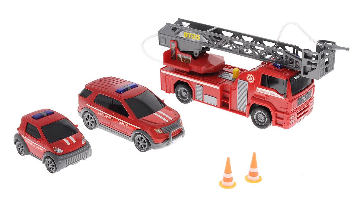 Dickie Toys Игровой набор Пожарная охрана3313323_пожарная охранаИгровой набор Dickie Toys Пожарная охрана - это три машины для ролевой игры в спасателей. Мальчишки обожают подобные развлечения, поэтому им точно понравится этот набор. Элементы набора имеют реалистичный дизайн и яркое оформление. На изделиях нанесены все опознавательные знаки и название службы. У пожарной машины с выдвижной лестницей имеются световые, звуковые эффекты и разбрызгиватель воды. Кроме того, все модели оснащены фрикционным механизмом. В наборе имеются 2 дорожных знака. С помощью этого набора ваш ребенок сможет стать отважным пожарным, который защитит граждан от огня. Играя, ребенок сможет развить воображение, мелкую моторику пальцев, фантазию, двигательную активность рук, а также мышление и внимательность. Рекомендуется докупить 2 батарейки напряжением 1,5V типа АА (товар комплектуется демонстрационными).