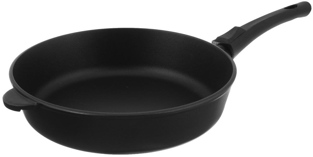 Сковорода Vari Litta, с антипригарным покрытием, со съемной ручкой. Диаметр 28 смL31228Сковорода Vari Litta выполнена из алюминия с внутренним антипригарным покрытием Skandia. Метод кокильного литья позволяет изготовить высококачественную тяжелую посуду. Такая посуда отличается хорошей стойкостью к внешним воздействиям и не деформируется при нагревании. Утолщенное дно обеспечивает равномерное распределение и длительное сохранение тепла. Жаростойкое внешнее покрытие Piroskan позволяет использовать сковороды на стеклокерамических поверхностях. Не выделяет вредных веществ! Не содержит PFOA. Сковорода снабжена функциональной съемной ручкой. Это делает посуду универсальной, позволяет экономить кухонное пространство и использовать ее для приготовления в духовом шкафу, а после - разместить в холодильнике. Сковорода Vari Litta станет незаменимой помощницей на кухне и прослужит долгие годы. Подходит для газовых, электрических и стеклокерамических плит. Высота стенки: 7 см. Длина ручки:...