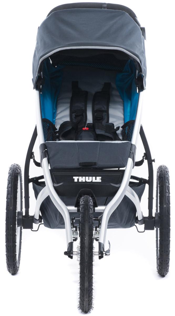 Thule Коляска прогулочная Urban Glide1 цвет темно-серый10101901Thule Glide — детская коляска для различных видов спорта, характеризуется обтекаемой и легкой конструкцией, поэтому она идеально подходит для поездок в городе или бега трусцой по любимым дорожкам. Неповоротное переднее колесо для удобства бега. Эргономичная ручка с регулируемой высотой для удобства родителей Задняя подвеска для мягкой и ровной езды Мягкое сидение с вентилируемым верхним слоем откидывается практически в горизонтальное положение, чтобы ребенок мог спать во время езды Навес с несколькими вариантами положений для дополнительной защиты и окошком, чтобы вы могли видеть своего ребенка Компактно складывается одной рукой для простоты хранения и транспортировки