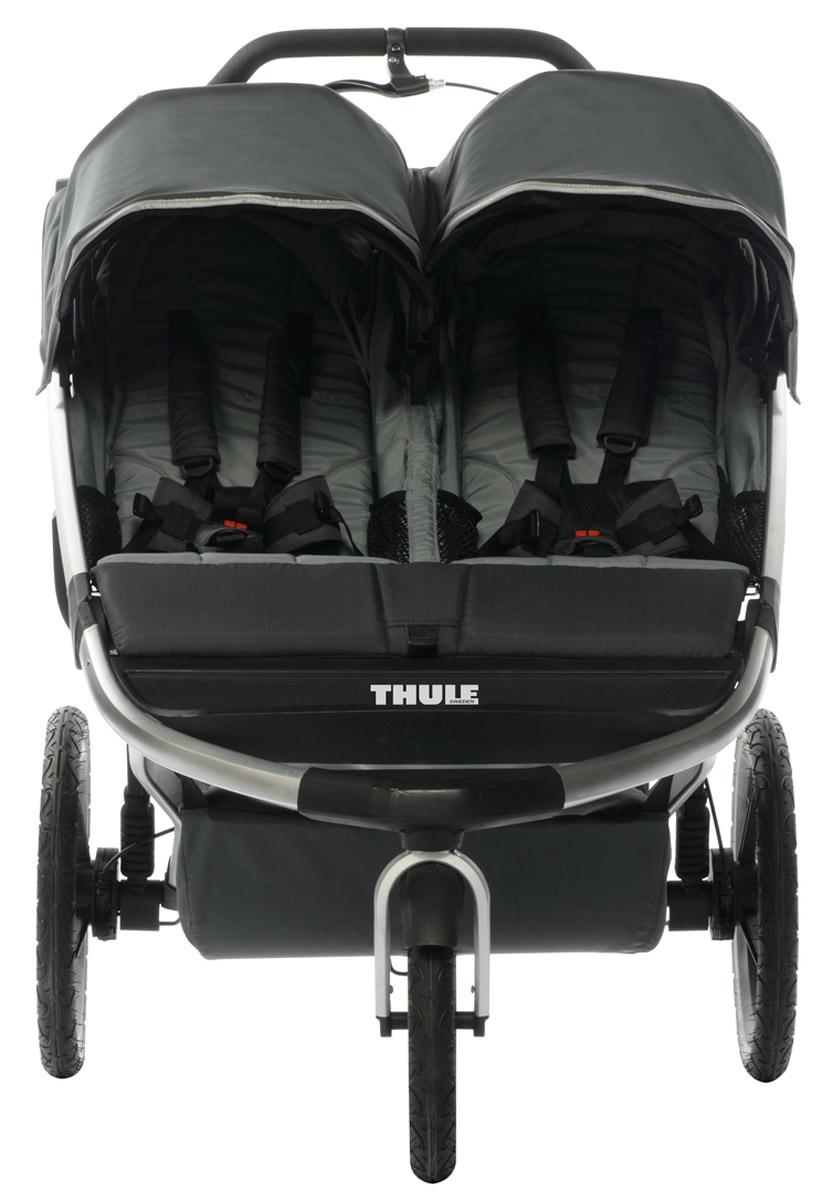 Thule Коляска прогулочная Urban Glide2 цвет темно-серый10101903Thule Urban Glide - детская коляска для различных видов спорта, характеризуется обтекаемой и легкой конструкцией, поэтому она идеально подходит для поездок в городе или бега трусцой по любимым дорожкам. Компактно складывается одной рукой для простоты хранения и транспортировки Поворачивающееся переднее колесо, повышающее маневренность, можно убрать в специальное отделение при беге трусцой. Эргономичная ручка с регулируемой высотой для удобства родителей. Задняя подвеска для мягкой и ровной езды. Мягкое сидение с вентилируемым верхним слоем откидывается практически в горизонтальное положение, чтобы ребенок мог спать во время езды. Навес с несколькими вариантами положений для дополнительной защиты и окошком, чтобы вы могли видеть своего ребенка. Большое отделение с водонепроницаемой крышкой, закрывающейся на молнию.