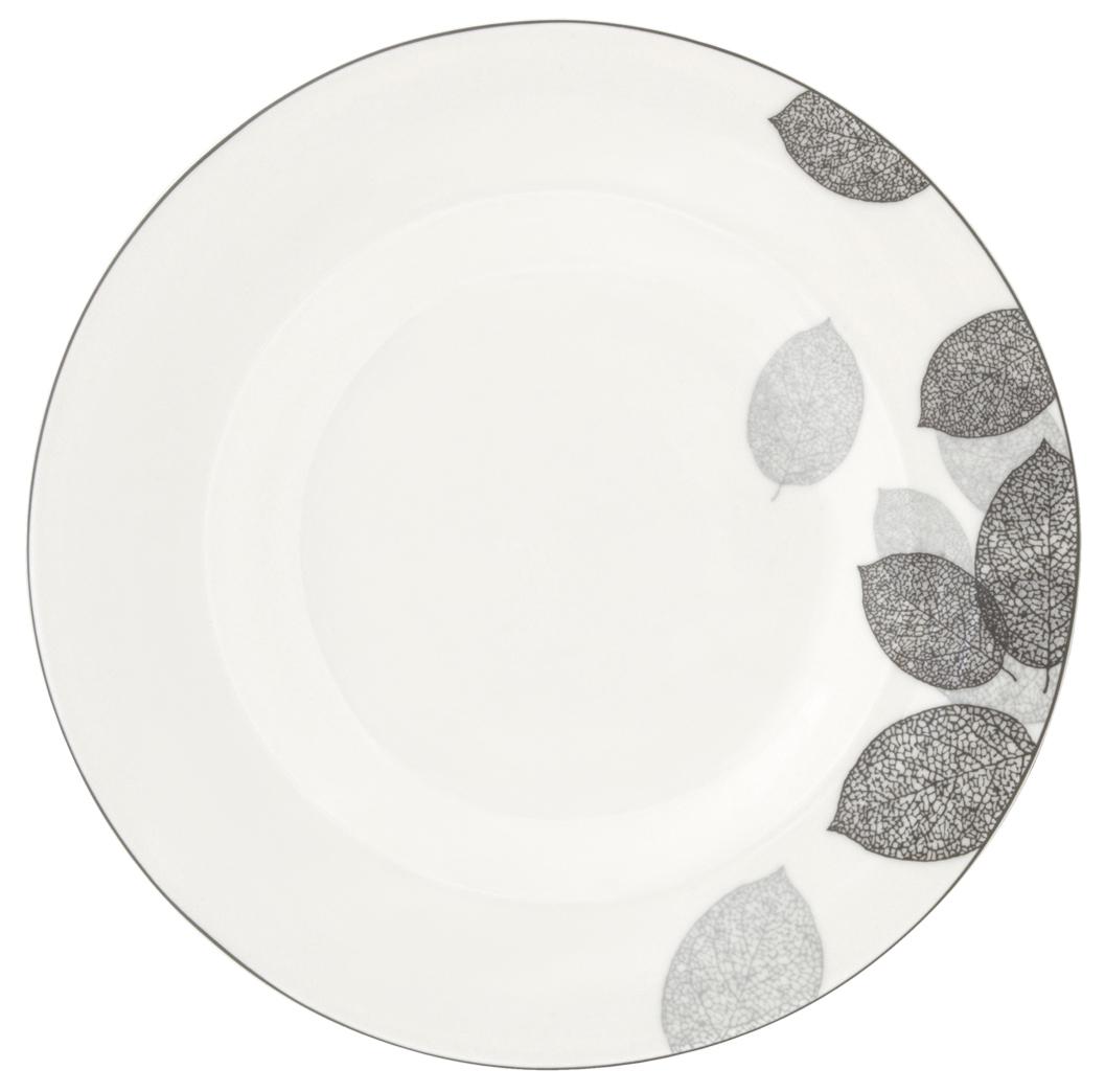 Набор обеденных тарелок Esprado Bosqua Platina, диаметр 22,5 см, 6 штBPL022SE301Набор Esprado Bosqua Platina состоит из шести обеденных тарелок, выполненных из высококачественного костяного фарфора. Над созданием дизайна коллекций посуды из фарфора Esprado работает международная команда высококлассных дизайнеров, не только воплощающих в жизнь все новейшие тренды, но также и придерживающихся многовековых традиций при создании классических коллекций. Посуда из костяного фарфора будет идеальным выбором, для тех, кто предпочитает красивую современную посуду из высококачественного материала, которая отличается высокой прочностью и подходит для ежедневного использования. Коллекция Bosqua Platina для тех, кто находится в поиске смелых и уникальных идей для своей кухни! В основе дизайна этой коллекции лежит мотив танца осенних листьев, который не только радует глаз, но и наилучшим образом преподносит красоту блюда, с любовью приготовленного хозяйкой. Можно использовать в микроволновки печи и мыть в ...