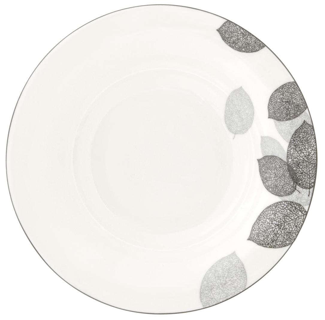 Набор суповых тарелок Esprado Bosqua Platina, диаметр 23 см, 6 штBPL023SE301Набор Esprado Bosqua Platina состоит из шести суповых тарелок, выполненных из высококачественного костяного фарфора. Над созданием дизайна коллекций посуды из фарфора Esprado работает международная команда высококлассных дизайнеров, не только воплощающих в жизнь все новейшие тренды, но также и придерживающихся многовековых традиций при создании классических коллекций. Посуда из костяного фарфора будет идеальным выбором, для тех, кто предпочитает красивую современную посуду из высококачественного материала, которая отличается высокой прочностью и подходит для ежедневного использования. Коллекция Bosqua Platina для тех, кто находится в поиске смелых и уникальных идей для своей кухни! В основе дизайна этой коллекции лежит мотив танца осенних листьев, который не только радует глаз, но и наилучшим образом преподносит красоту блюда, с любовью приготовленного хозяйкой. Можно использовать в микроволновки печи и мыть в ...