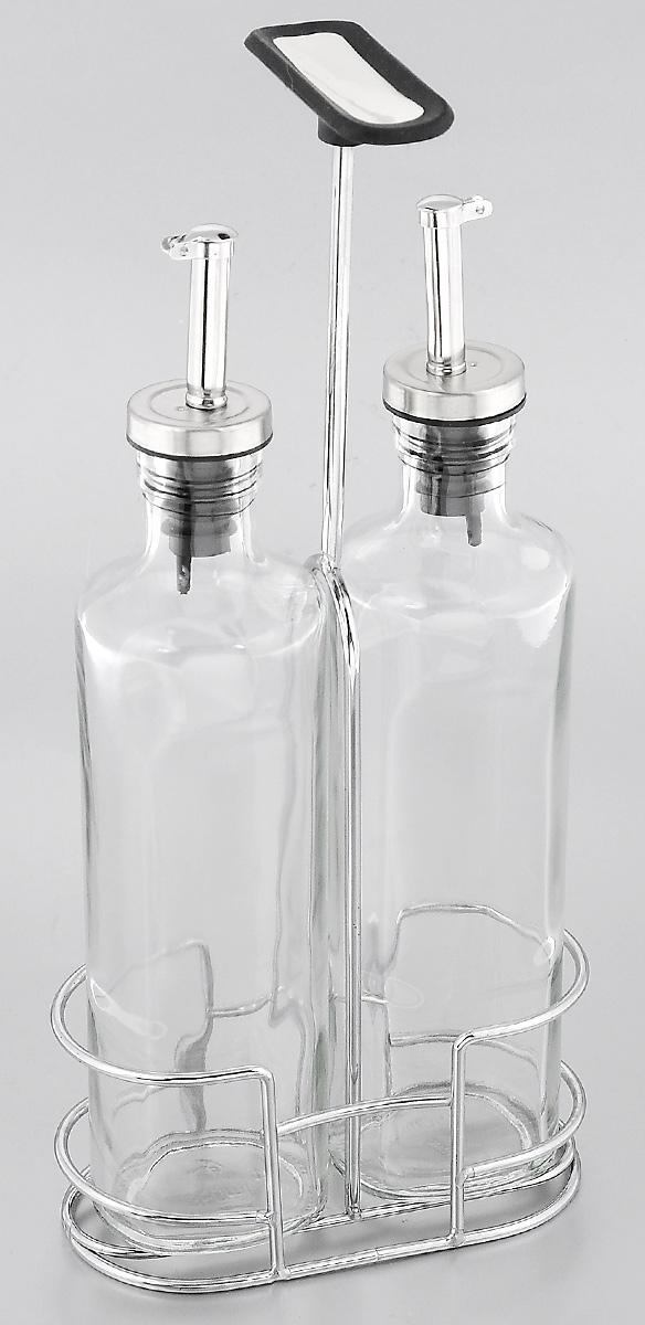 Набор емкостей для масла и уксуса Nadoba Petra, с подставкой, 3 предмета741014Набор Nadoba Petra состоит из двух емкостей для масла и уксуса, а также хромированной стальной подставки с прорезиненной ручкой. Емкости выполнены из высококачественного ударопрочного стекла. Изделия оснащены специальными металлическими дозаторами с крышками, которые позволят добавить точное количество масла или уксуса. Благодаря прозрачным стенкам, можно видеть содержимое емкостей. Такой набор стильно дополнит интерьер кухни и станет незаменимым помощником в приготовлении ваших любимых блюд. Можно мыть в посудомоечной машине. Высота емкостей: 26 см. Размер основания: 6 х 5 см. Объем емкостей: 350 мл. Размер подставки: 14 х 7 х 30 см.