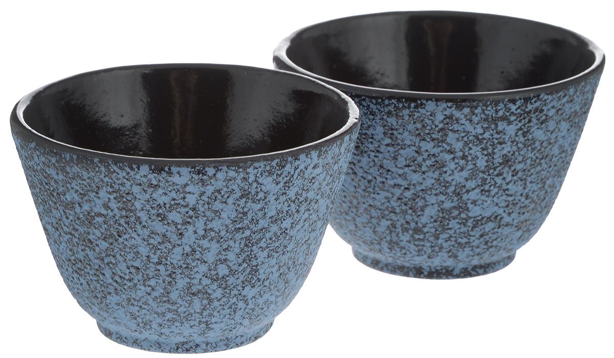 Пиала BergHOFF Studio, чугунная, цвет: синий, черный, 0,1 л, 2 шт1107057Чугунная пиала BergHOFF Studio - это лучший выбор для неспешного наслаждения согревающим чаем. Внутри изделие имеет эмалированную поверхность, что обеспечивает посуде дополнительную прочность. Благодаря специальному дизайну пиала удобно лежит в руке. В набор входит 2 пиалы. Не рекомендуется использовать в посудомоечной машине. Диаметр пиалы (по верхнему краю): 8 см. Диаметр основания: 4 см. Высота пиалы: 5,3 см.