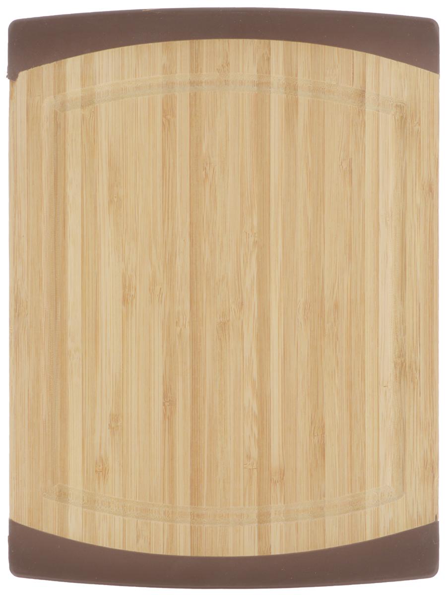 Доска разделочная Kesper, 27 х 20 х 1,5 см5015-0Разделочная доска Kesper изготовлена из экологически чистого бамбука. Бамбук является возобновляемым ресурсом, что делает его безопасным для использования. Изделие не содержит красителей - перманентная краска не выцветает и не смывается. Бамбук впитывает влагу в маленьких количествах и обладает естественными антибактериальными свойствами. Доска имеет рифленую площадку. Эта площадка удобна для резки всех видов продуктов. Наличие канавки по краю изделия поможет предотвратить вытекание сока от продуктов за пределы доски. Изделие отлично подходит для приготовления и измельчения пищи, а также для сервировки стола. Специальные силиконовые накладки предотвращают скольжение и обеспечивают устойчивость при вертикальном хранении.