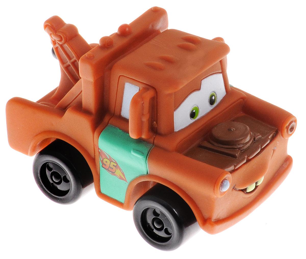 Cars Машинка Затейники МэтрGT7099Машинка Cars Мэтр привлечет внимание вашего малыша и не позволит ему скучать, ведь так интересно и захватывающе покатать свою машинку или устроить гонку с другом. Машинка выполнена из полимерных материалов в виде персонажа мультфильма Тачки Мэтра. При нажатии на специальную кнопку, машинка произносит разные фразы из мультфильма голосом своего героя. Благодаря небольшому размеру ребенок сможет взять машинку с собой на прогулку, в поездку или в гости. Порадуйте своего малыша таким замечательным подарком! Работает игрушка от незаменяемых батареек.