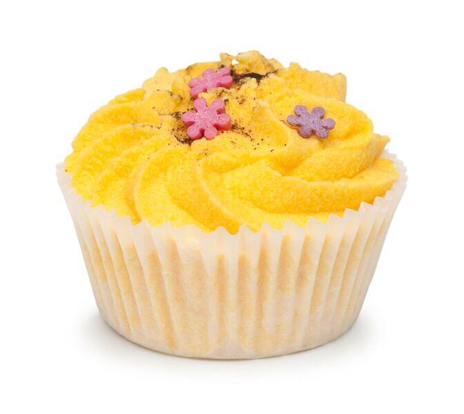 Мыловаров Десерт для ванны Апельсин с корицей, 50 грMYL-000000663Тонизирующий десерт для ванны с бодрящим ароматом сочного апельсина и свежей корицы превращает купание в настоящую спа-процедуру. Масла ши и какао, постепенно растворяясь, окутывают тело нежнейшими флюидами, питая и увлажняя кожу. Используйте десерт для ванны хотя бы раз в неделю, и ваша кожа будет гладкой и упругой, как драгоценный шелк.