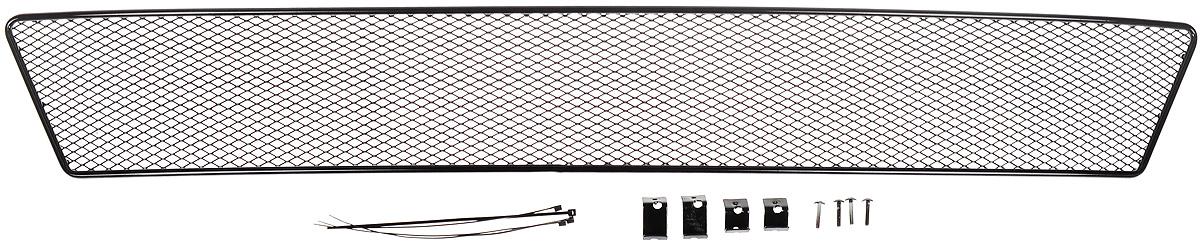 Сетка для защиты радиатора Novline-Autofamily, внешняя, для Skoda Rapid с противотуманными фонарями (2014->)01-471114-151Сетка для защиты радиатора Novline-Autofamily изготовлена из антикоррозионного материала, что гарантирует отсутствие ржавчины в процессе эксплуатации. Изделие устанавливается на штатную решетку переднего бампера автомобиля, защищая таким образом радиатор от попадания камней, крупных насекомых, мелких птиц. Простая установка делает это изделие необыкновенно удобным. В отличие от универсальных сеток, для установки которых требуется снятие бампера, то есть наличие специализированных навыков и дополнительного оборудования (подъемник и так далее), для установки этой сетки понадобится 20 минут времени и отвертка. Данный продукт разработан индивидуально под каждый бампер автомобиля. Внешняя защитная сетка радиатора полностью повторяет геометрию решетки бампера и гармонично вписывается в общий стиль автомобиля.