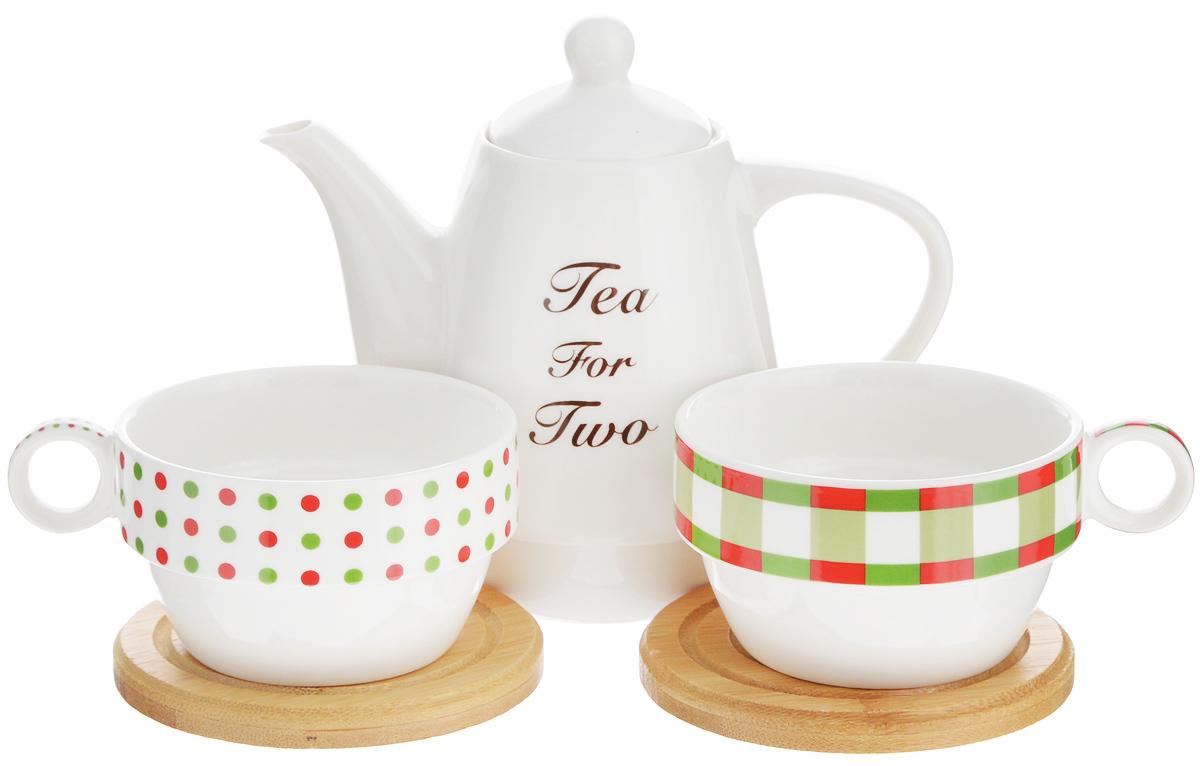 Набор чайный EcoWoo, 5 предметов2012243UНабор чайный EcoWoo - это не только идеальный подарок, но и прекрасный повод побаловать себя! Набор состоит из 2 фарфоровых чашек, 2 бамбуковых подставок и заварочного чайника. Такой набор станет идеальным решением для ценителей экологичных деталей в интерьере и поклонников здорового образа жизни. Объем чайника: 600 мл. Диаметр чайника (по верхнему краю): 6 см. Высота чайника (без учета крышки): 11,5 см. Объем чашки: 125 мл. Диаметр чашки (по верхнему краю): 9 см. Высота чашки: 5 см. Диаметр подставки: 10 см.