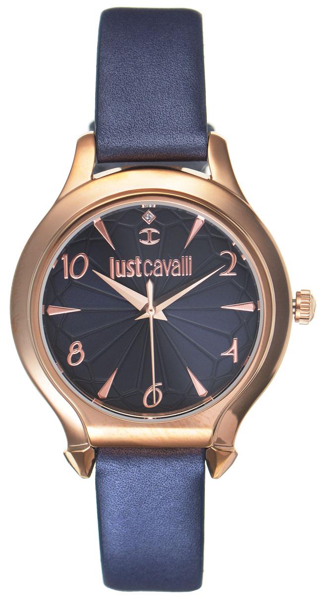 Часы наручные женские Just Cavalli, цвет: синий. R7251533503R7251533503Наручные женские часы Just Cavalli произведены из материалов самого высокого качества на базе новейших технологий. Они оснащены точным кварцевым механизмом. Корпус часов изготовлен из нержавеющей стали с PVD-покрытием, циферблат защищен минеральным стеклом. Ремешок выполнен из натуральной кожи с естественной фактурой и оснащен классической застежкой-пряжкой. Циферблат круглой формы оснащен арабскими цифрами и отметками, а так же тремя стрелками - часовой, минутной и секундной. Часы являются водостойкими - 3АТМ. Изделие укомплектовано в стильную фирменную коробку с названием бренда. Наручные часы Just Cavalli созданы для современных девушек, которые не желают потерять свою индивидуальность в городской суете.