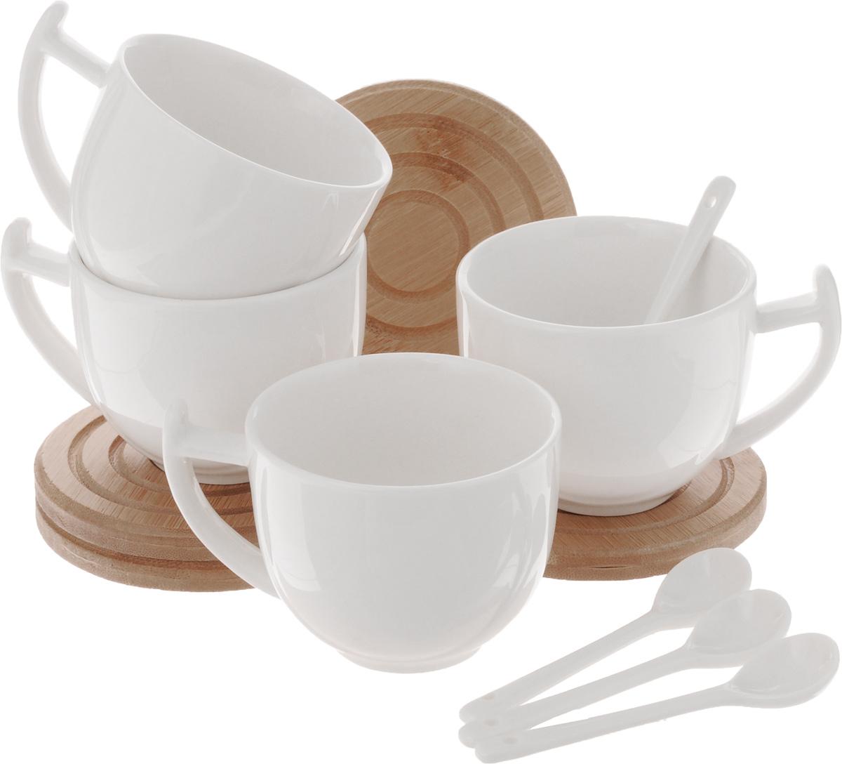 Набор чайный EcoWoo, 12 предметов2012244UНабор чайный EcoWoo - это не только идеальный подарок, но и прекрасный повод побаловать себя! Набор состоит из 4 фарфоровых чашек, 4 бамбуковых подставок и 4 ложек. Такой набор станет идеальным решением для ценителей экологичных деталей в интерьере и поклонников здорового образа жизни. Не использовать в посудомоечной машине. Объем кружки: 300 мл. Диаметр кружки (по верхнему краю): 8 см. Высота кружки: 6,5 см. Диаметр подставки: 10 см. Длина ложки: 10,5 см.