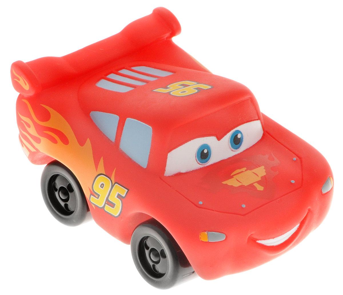 Disney Машинка-игрушка Молния МаккуинGT7098Машинка-игрушка Disney Молния Маккуин является копией главного героя диснеевского мультфильма Тачки 2 - Молнии Маккуина. Машинка оснащена звуковыми эффектами, активировать которые ребенок сможет нажав специальную кнопку на корпусе машинки. Игрушка заговорит голосом главного героя. Колеса машинки оснащены свободным ходом. Игрушка выполнена из высококачественного ПВХ и не имеет острых углов.