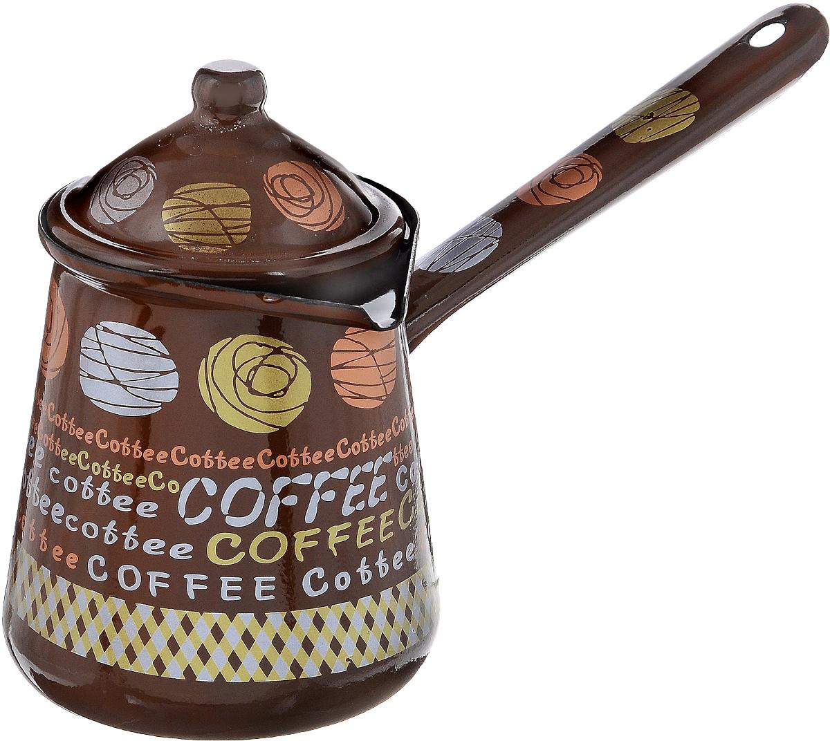 Турка Calve, с крышкой, цвет: коричневый, 700 млCL-7001_коричневыйТурка Calve, изготовленная из высококачественной стали, предназначена для приготовления кофе. Внешние стенки турки оформлены изящным рисунком с изображением надписей Coffe. Изделие имеет широкое горлышко,специальный носик и крышку. Рукоятка снабжена специальным отверстием, благодаря которому изделие можно подвесить на крючок. Кофе в турке варится очень просто. Насыпьте молотый кофе, залейте водой и варите на слабом огне, не доводя до кипения. Чем дольше кофе варить, тем крепче он становится. Подходит для всех видов плит, включая индукционные. Диаметр турки (по верхнему краю): 9,5 см. Длина ручки: 14,5 см. Высота стенки: 12,5 см.